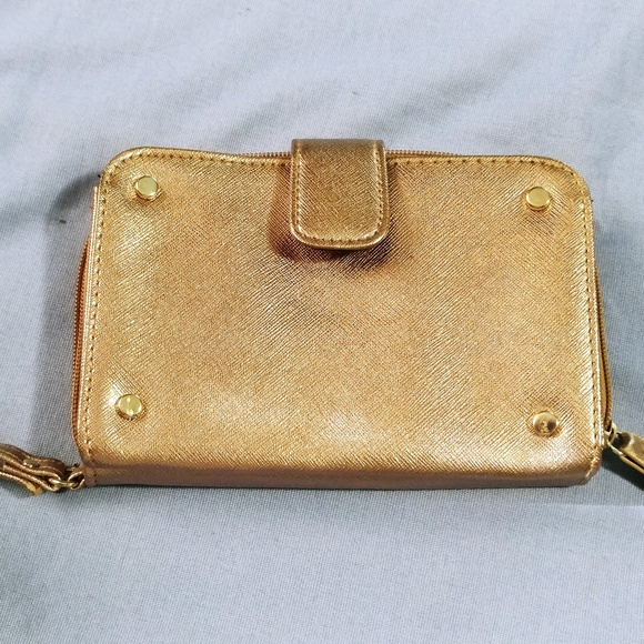 Handbags - Metallic gold wristlet